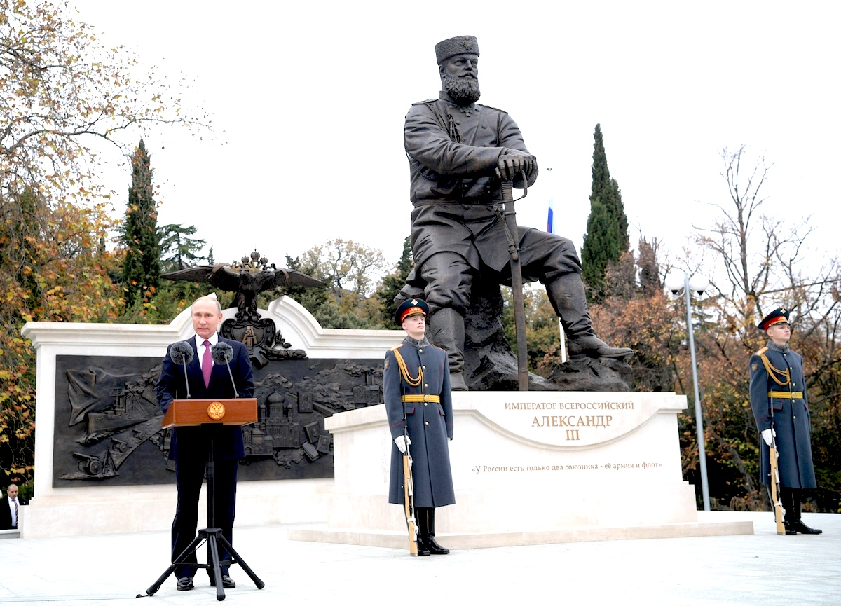 President Vladimir Putin speaks at the monument to Alexander III in Crimea. Photo: Kremlin.ru